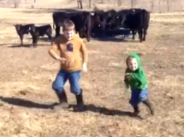 Farm Kids Dancing