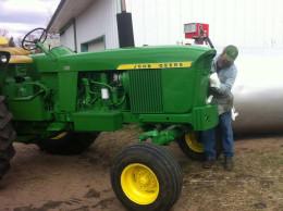 dan-polishing-tractor